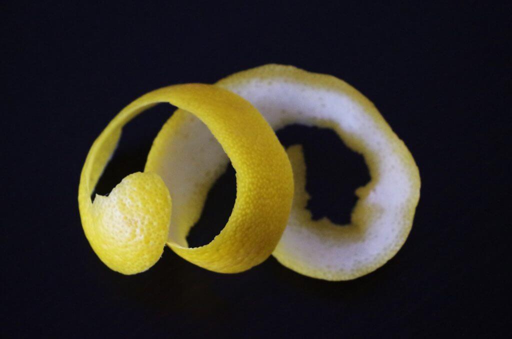 קליפת לימון. עושה פלאים